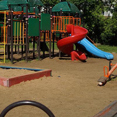Строительство спортивных и детских площадок фото